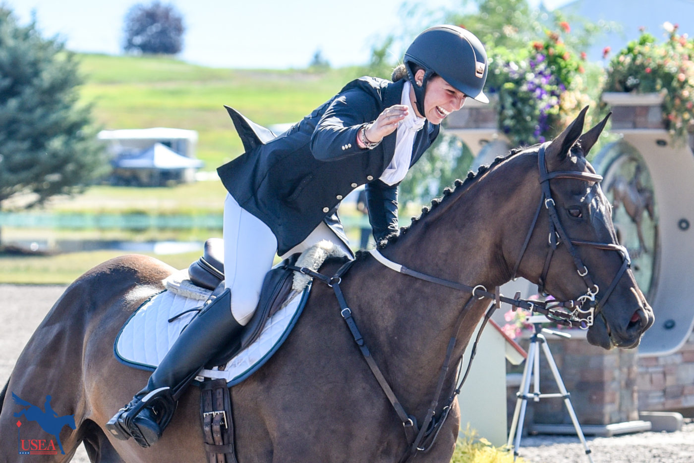 A smile and a pat for a clear round. USEA/Leslie Mintz Photo.