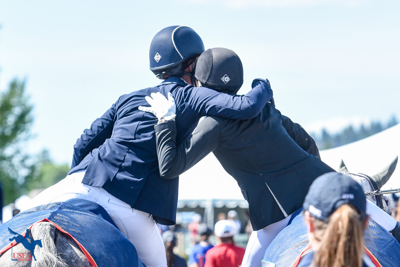 I've got your back. USEA/Leslie Mintz Photo.